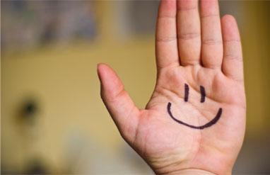 Una mà amb un somriure